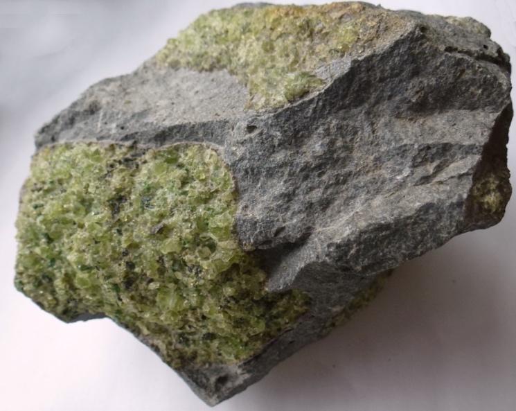 Минерал оловин образовавшийся из мантии