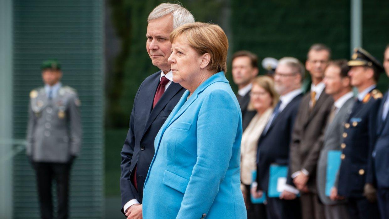 Стало известно, что шептала Меркель во время нового приступа дрожи