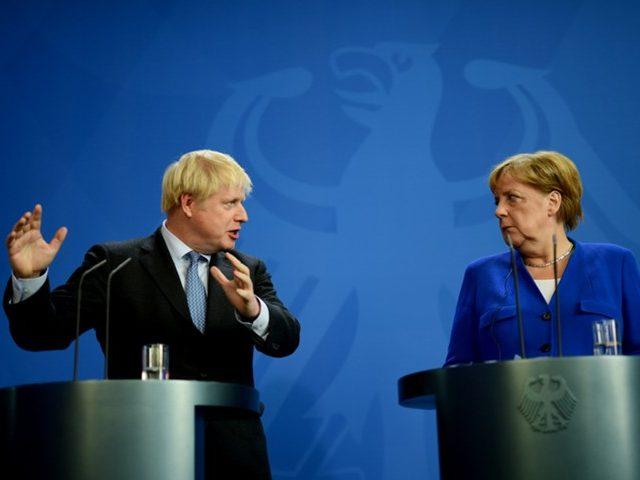 Джонсон и Меркель выступили против возвращения России в G7