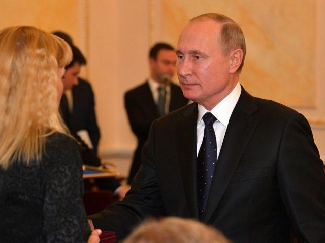 Путин вручил ордена Мужества вдовам погибших при ЧП в Северодвинске
