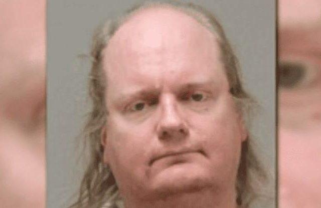 45-летний педофил надеется избежать наказания, отождествляя себя 8-летней девочкой