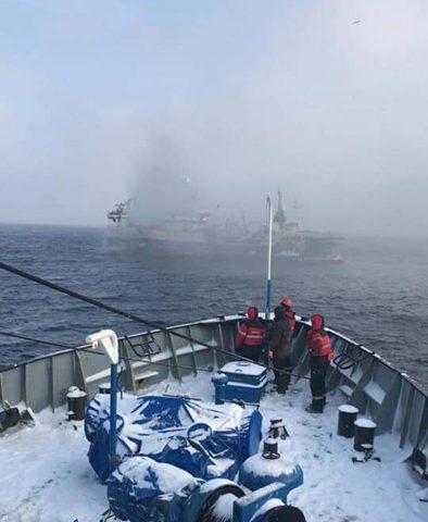 К горевшей в Охотском море «Энигме Астралис» подошел буксир-спасатель