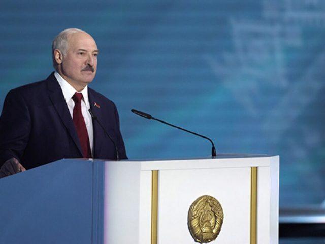 Лукашенко готовит экстренное обращение к белорусам