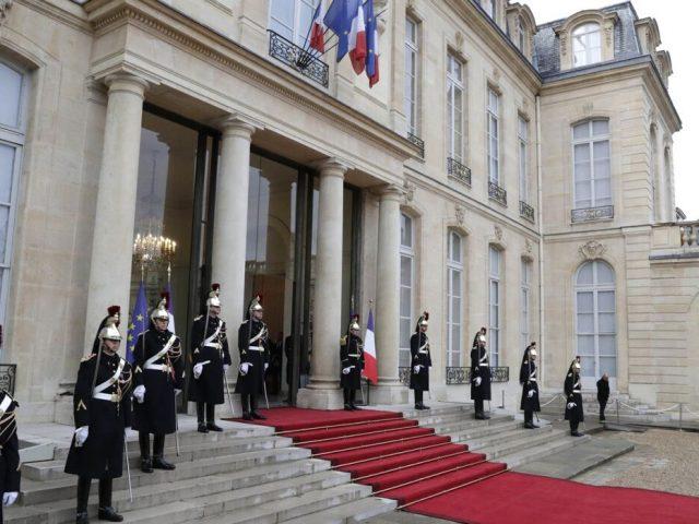 Франция начала расследование утечки в СМИ данных о беседе Путина и Макрона