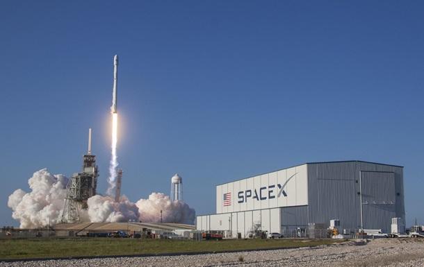 Маск запустил на орбиту ракету со спутниками