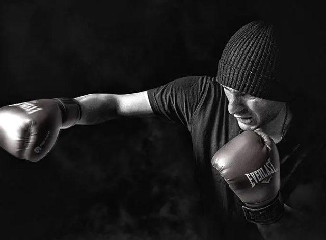 Бокс и экипировка для него. Перчатки для единоборств и боксерские перчатки