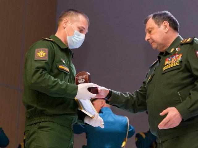 В Вооруженных Силах РФ может появиться знак отличия «лучший старшина»