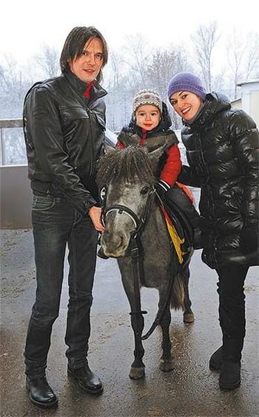 Сейчас Влад женат во второй раз, в браке растет 12-летний сын Тимофей