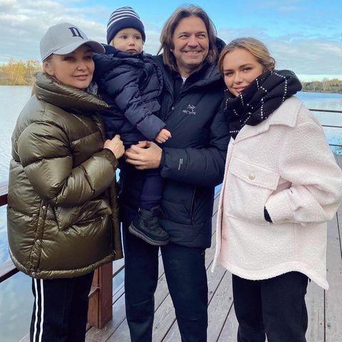 Дмитрий Маликов с женой Еленой и детьми: Стешей и Марком