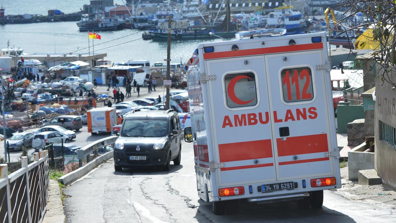 Водитель микроавтобуса погиб при столкновении с легковым авто в Турции