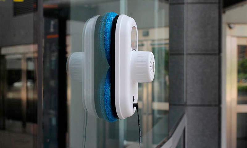 Как вымыть окна без разводов: химические опыты и оконные роботы-пылесосы
