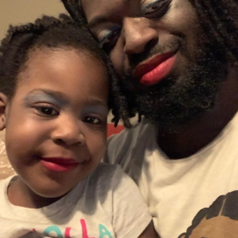 10+ смешных фото отцов, которые посетили салоны красоты своих дочек