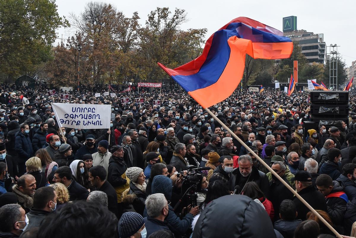 Акция протеста у здания мэрии Еревана 5 декабря.