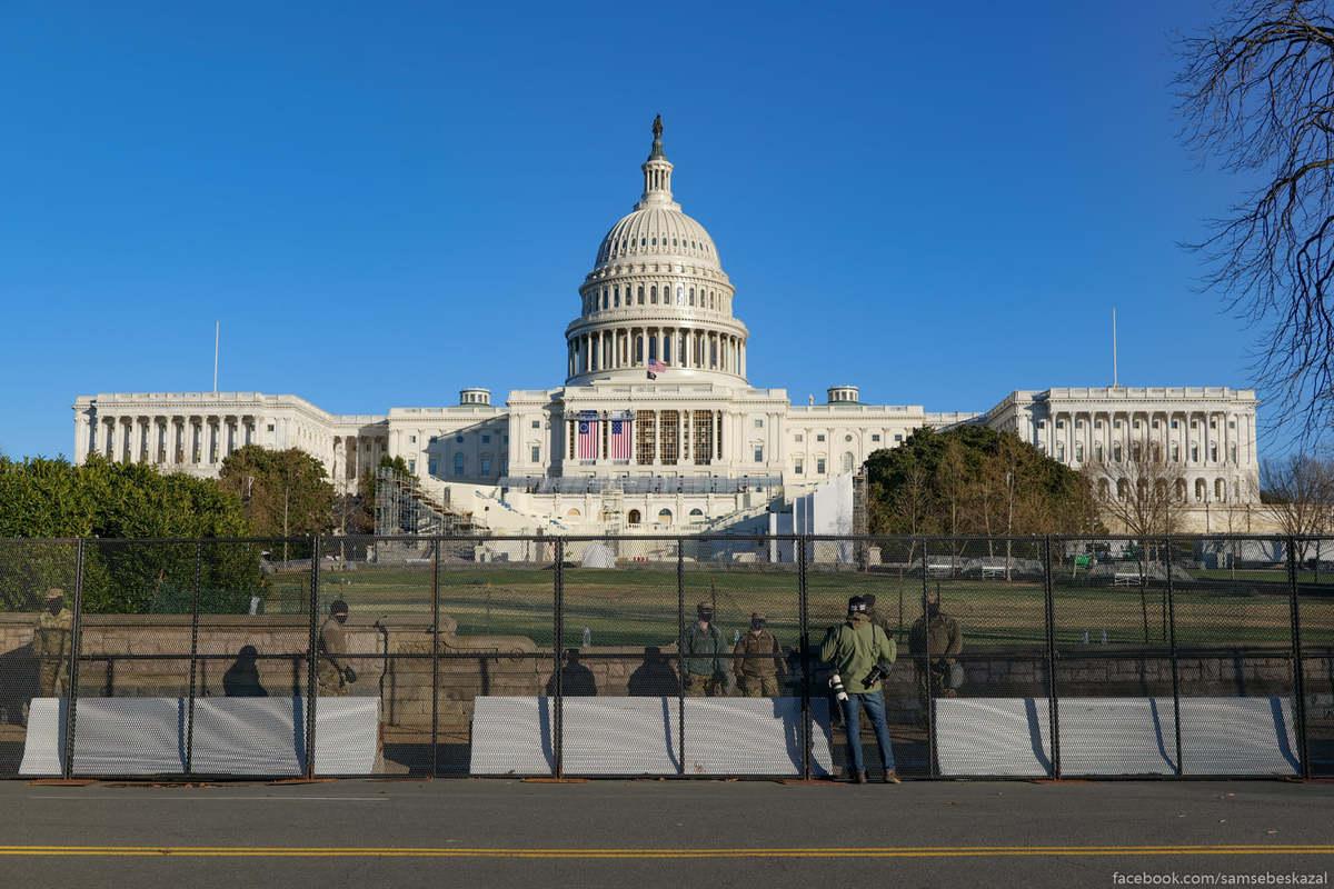 Капитолийский холм полностью огорожен.