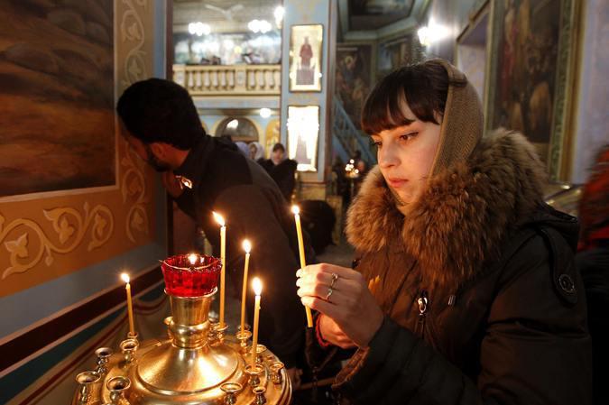РПЦ попросила пожилых прихожан не посещать храмы в Рождество