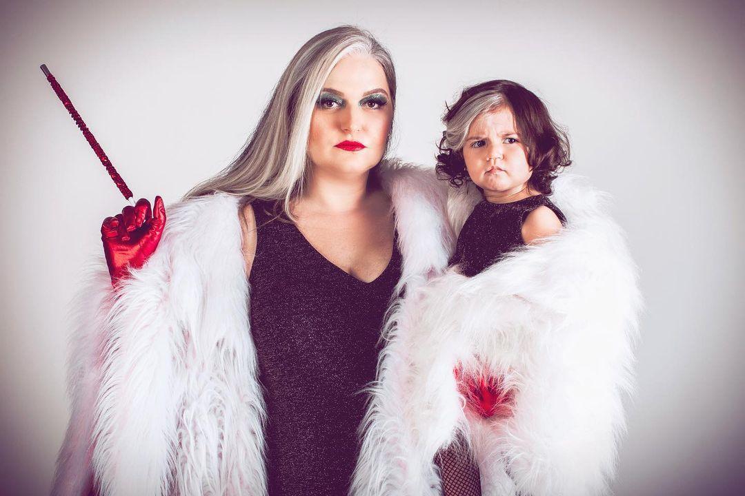 Малышка, родившаяся спрядью белых волос, очаровала соцсети