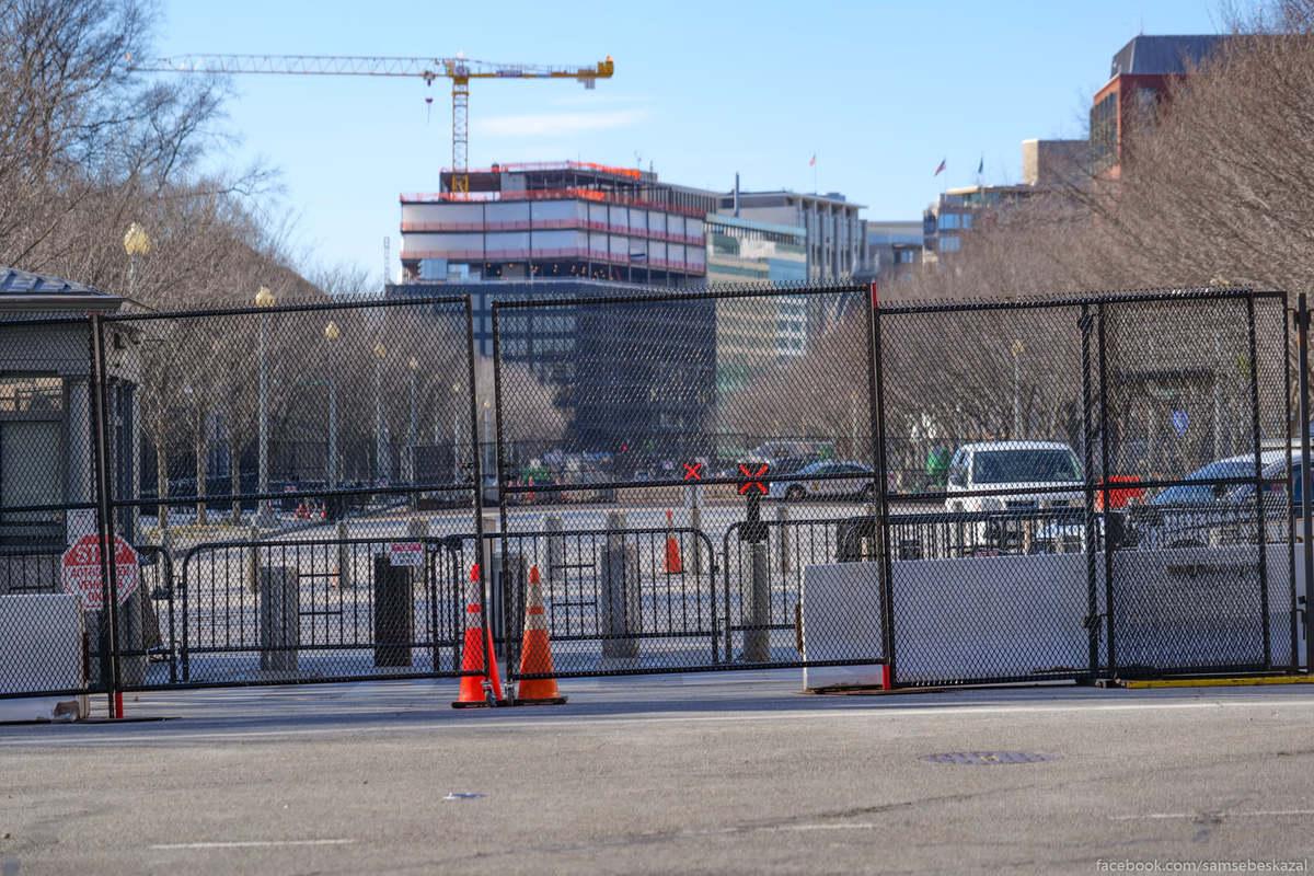 Вид на площадь перед Белым домом с другой стороны.