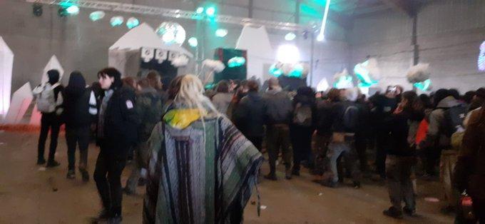 Во Франции жандармов закидали камнями при разгоне грандиозной вечеринки
