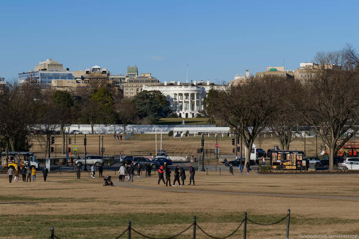 Единственный нормальный ракурс я нашел у подножия монумента Вашингтону.
