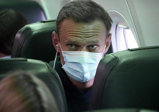 Зачем Алексей Навальный вернулся в страну, которая, по его словам, пыталась его убить?
