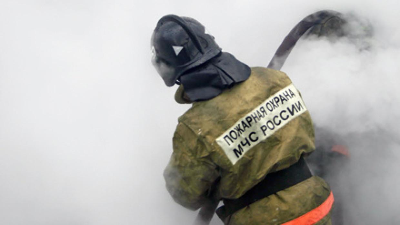 Склад со вторсырьем вспыхнул на площади 1200 кв. м. в Екатеринбурге