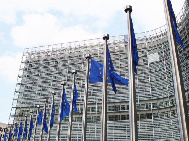 Стало известно о попытках ЕС ускорить сертификацию вакцины Pfizer