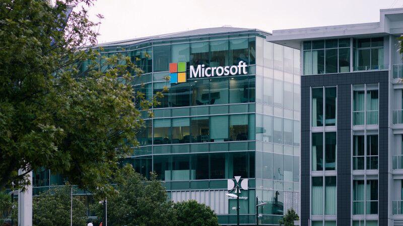 Microsoft начнет создавать цифровых клонов ушедших из жизни людей