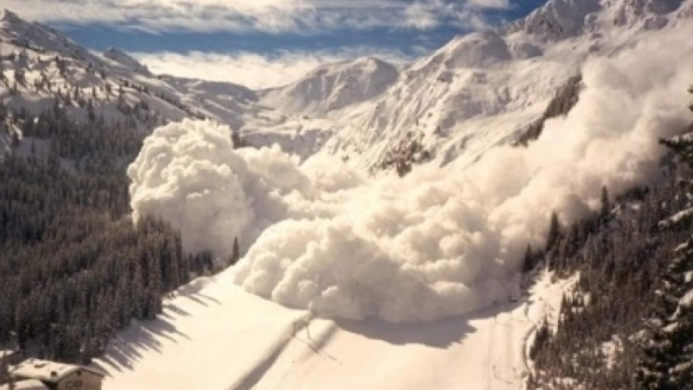 ФАН опубликовал фото с места схода лавины в Красноярском крае
