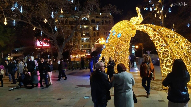 Ялту заполонили туристы: в кафе нет мест, в городе толпы как летом