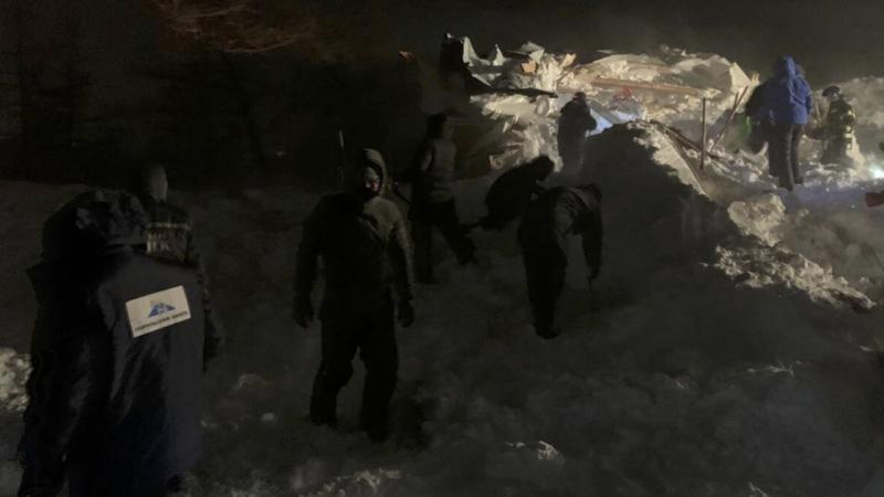 Четыре человека найдены живыми на месте схода лавины в Красноярском крае