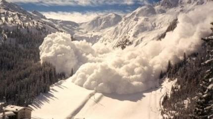 Снежная лавина сошла на горнолыжном склоне под Красноярском