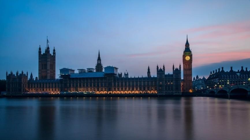 Великобритания может повысить уровень угрозы от COVID-19 до пятого