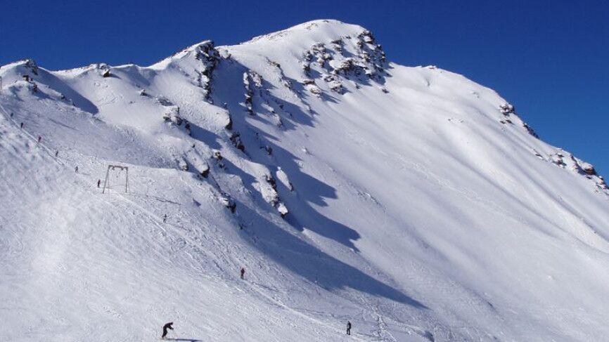 Пять человек оказались под снегом из-за схода лавины в Норильске