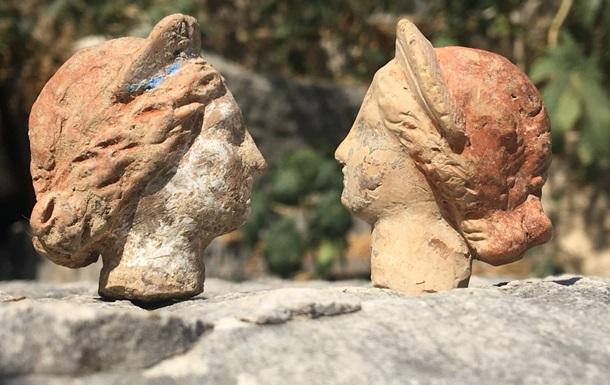 В Турции нашли десятки фигурок возрастом 2000 лет