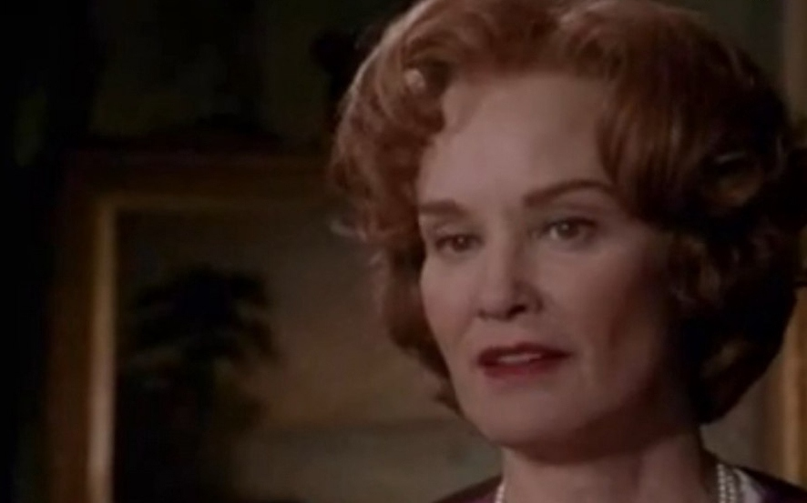 Джессика Лэнг в ролик доктора Уилбор.