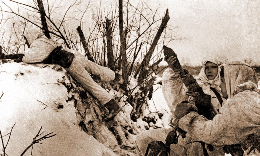 Советские стрелки и миномётчики ведут бой в районе Калинина, декабрь 1941 года