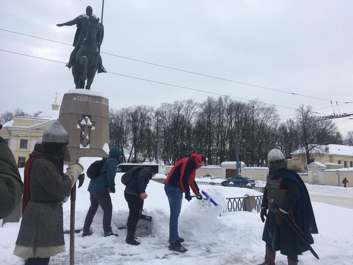 «Немеркнущие примеры героизма»: вРоссии отмечают День защитника Отечества