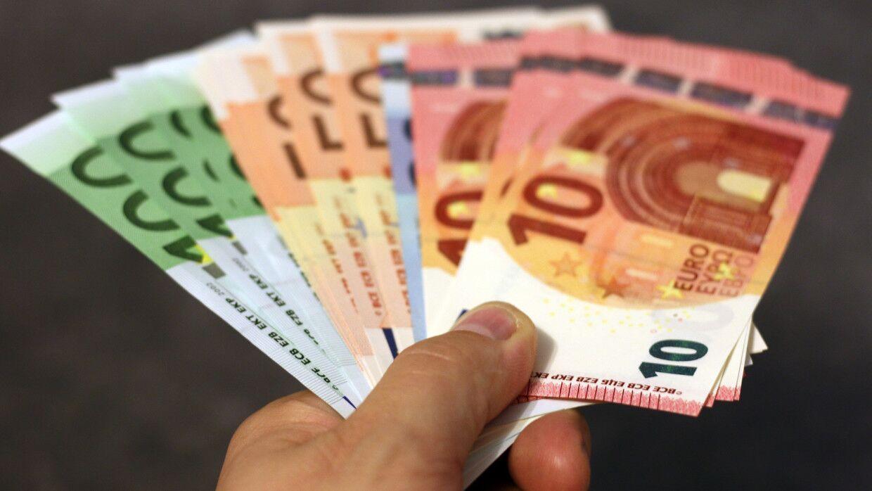 Швейцарец попал в тюрьму за оплату услуг проституток фальшивыми купюрами