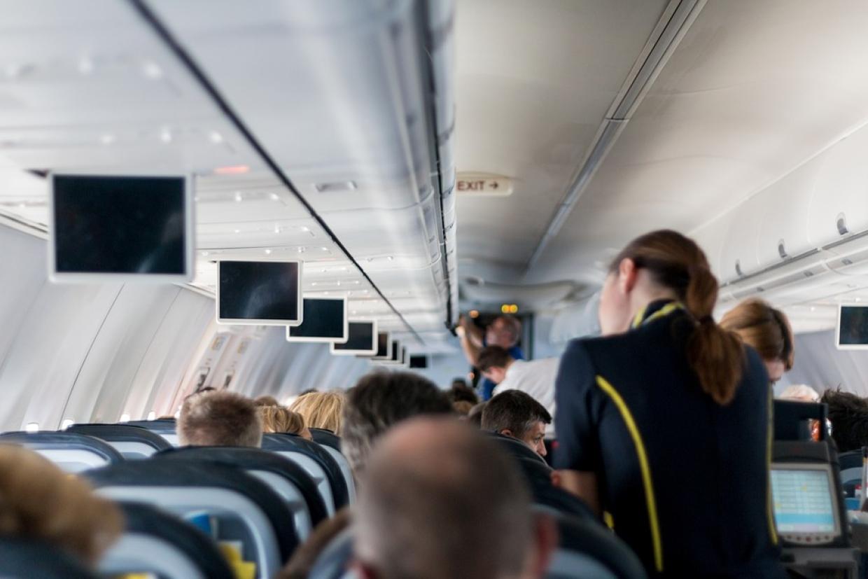 Американская авиакомпания начинает доставлять алкоголь на дом