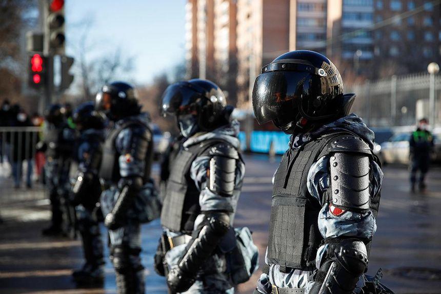 Reuters: Экономические тяготы усугубляют недовольство россиян, протестующих против преследования Навального