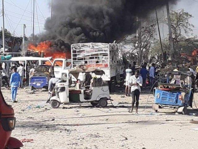 Взрыв заминированного автомобиля в Сомали унес жизни 20 человек