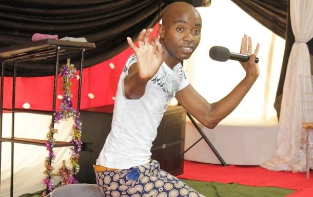 Пастор из ЮАР  лечит  людей кишечными газами