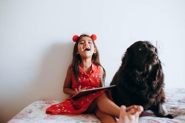 Семейный психолог объяснила, почему нельзя включать гаджет в воспитание ребенка