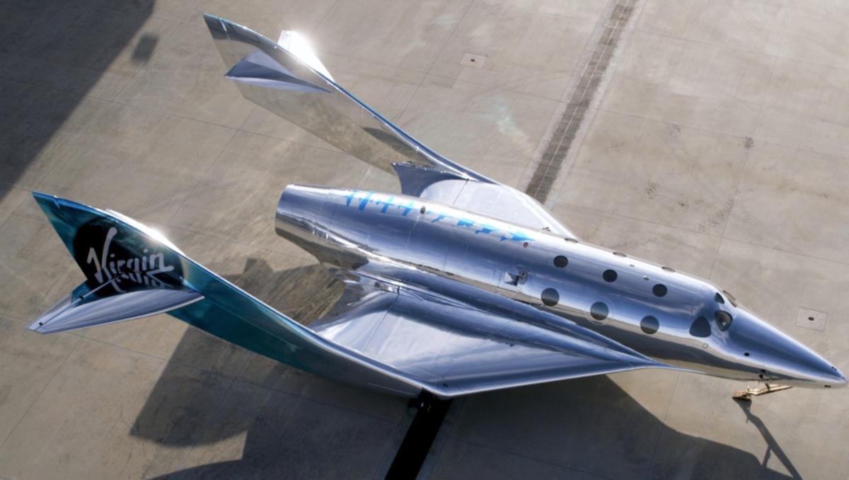 Virgin Galactic показала фото зеркального космического корабля