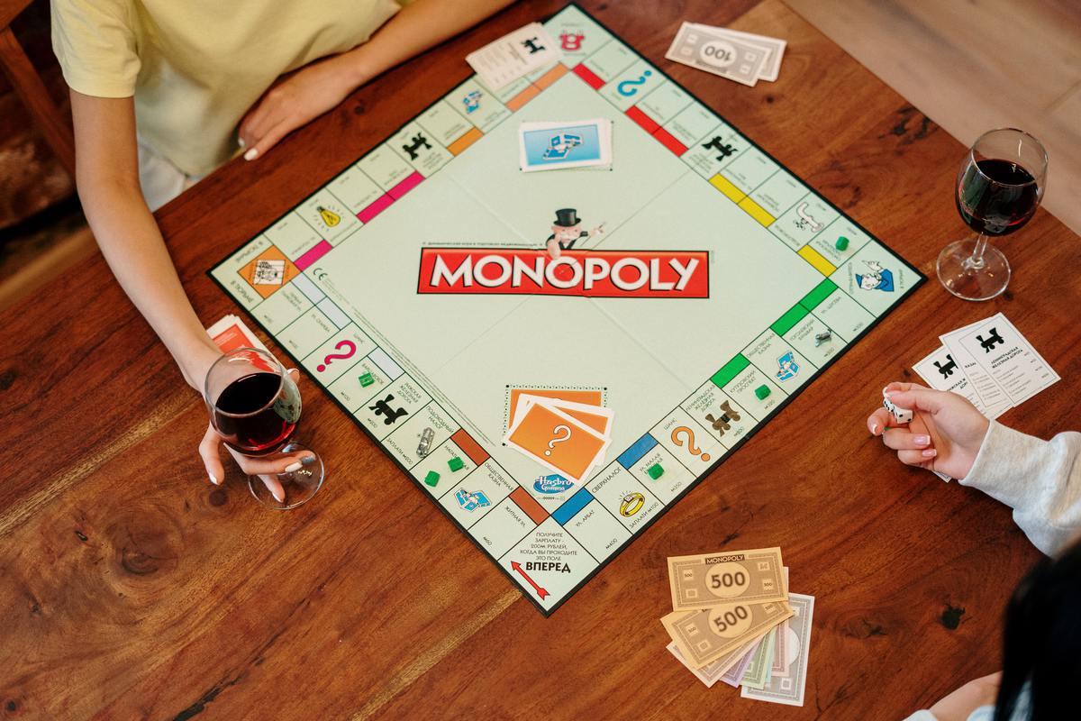 Семья убрала старый ковер и нашла под ним мечту фанатов игры «Монополия»
