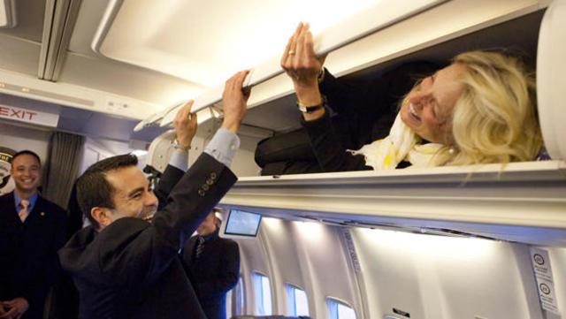 Первая леди США на 1 апреля притворилась стюардессой