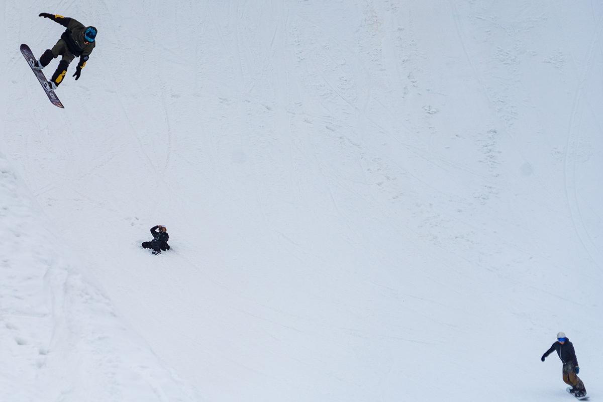 «Такой снежной весны вгорах Сочи ещё небыло»: фоторепортаж со склонов