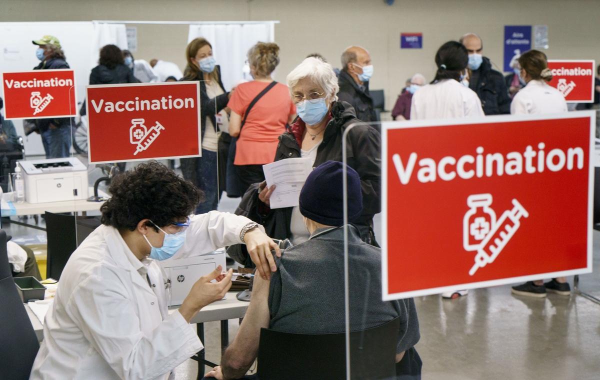 Франция изменила правила вакцинации от коронавируса