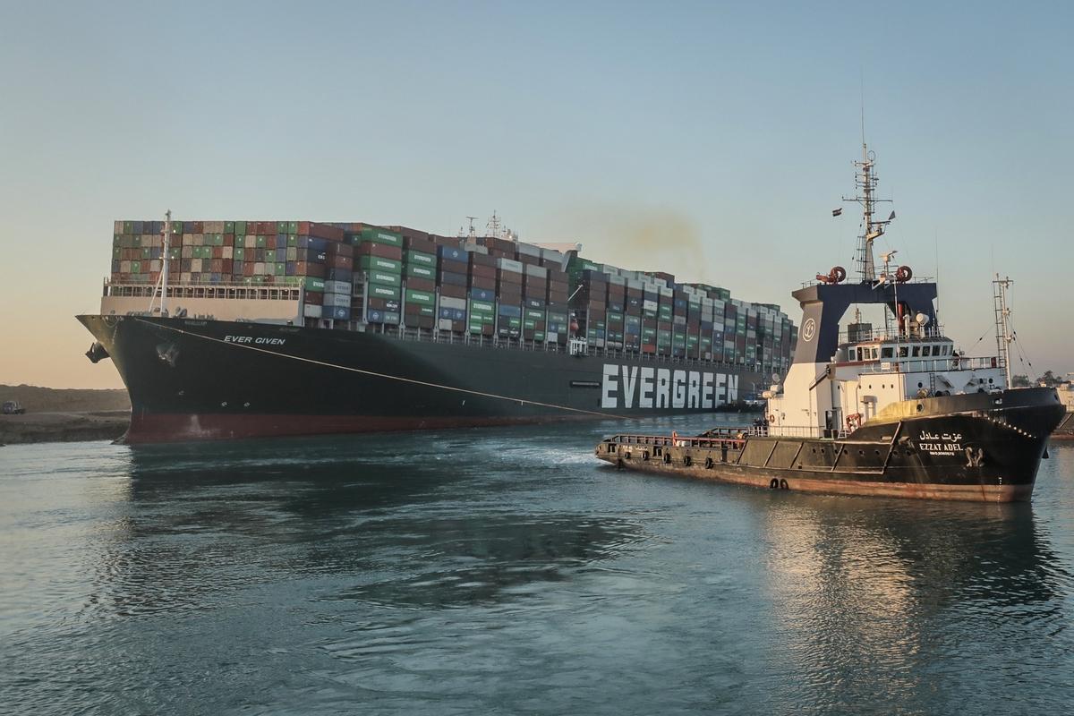 Суэцкий урок: о чем предупреждает история застрявшего контейнеровоза
