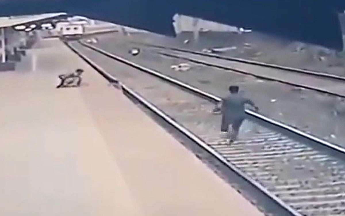 Сообразительный и очень быстрый стрелочник успел добежать с другого конца железнодорожной станции